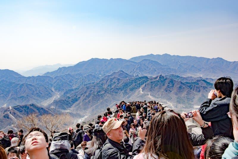 Massatoerisme op Grote Muur dichtbij Peking, China stock afbeelding