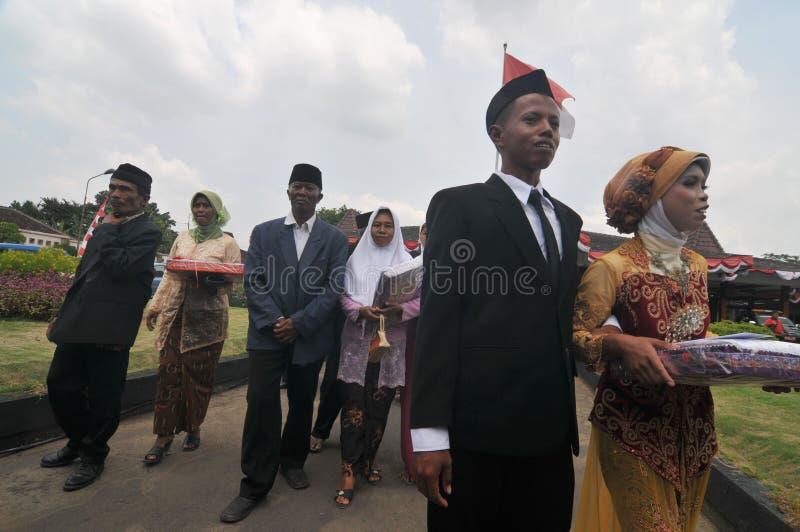 Massbröllopceremoni i Indonesien royaltyfria bilder