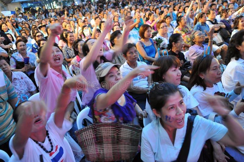 Masse an einer Wahl-Kampagnen-Sammlung in Bangkok stockfoto