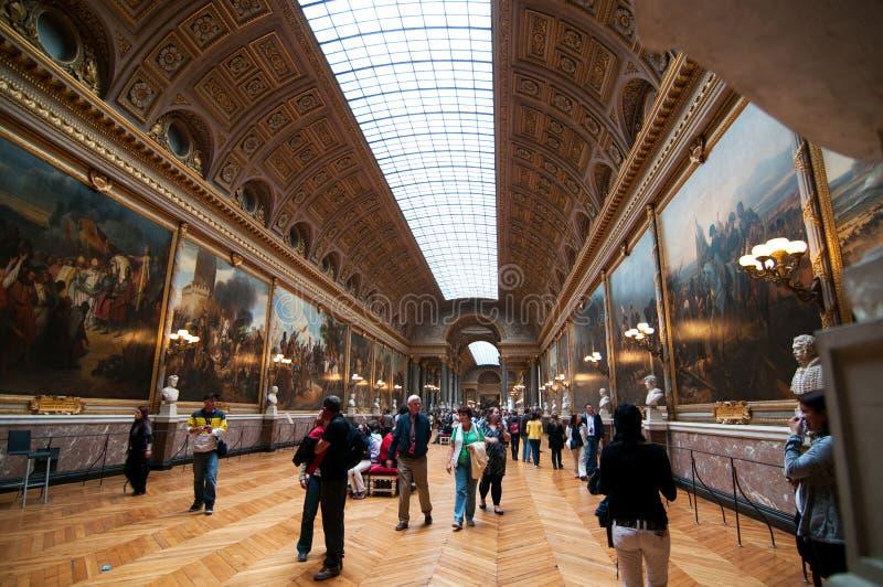 Massen der Touristen in der Galerie von Kämpfen stockfoto