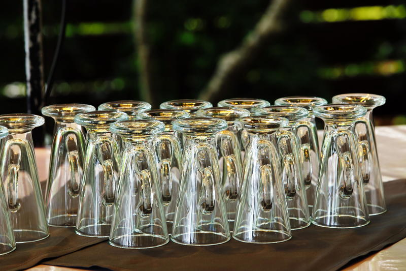 Massengruppe empy Klarglas für Buffet, Gruppensitzung lizenzfreies stockfoto