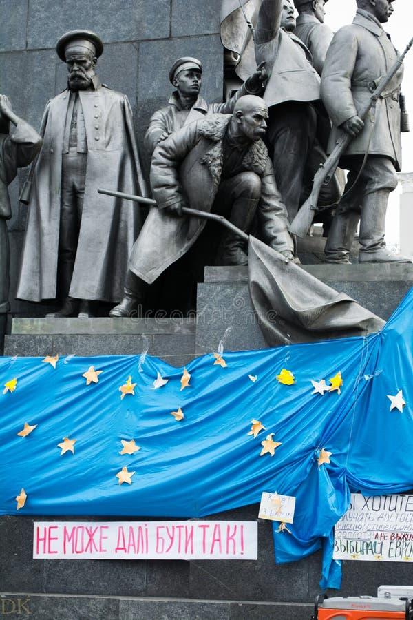 Massenversammlung stützen herein ein eurounion stockbild