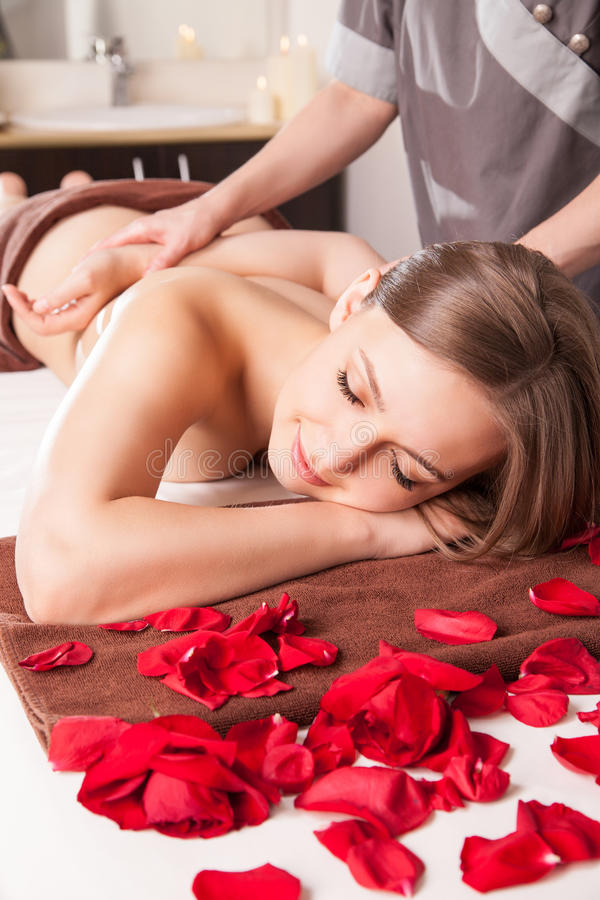 Free Masseur Doing Massage On Woman Body Royalty Free Stock Photography - 44619847