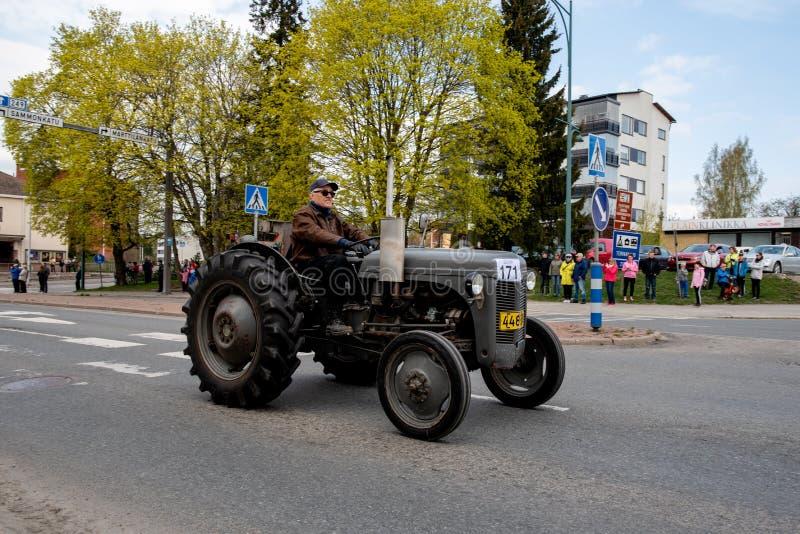 Massey Ferguson 20 дальше сперва парада в мае в Sastamala стоковые фотографии rf