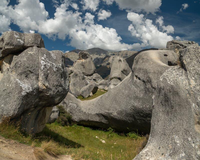 Massi giganti nelle montagne, collina del castello, Nuova Zelanda del calcare immagine stock