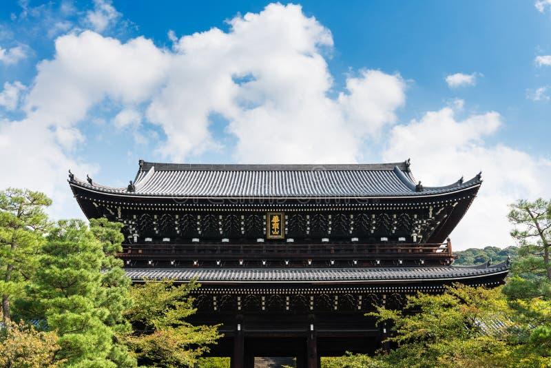 Massieve poort bij chion-in Tempel in Higashiyama, Kyoto stock foto's