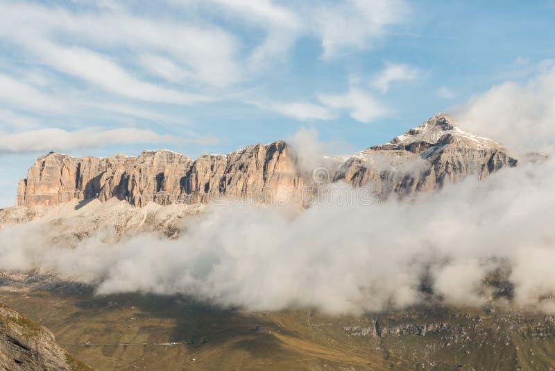 Massif de groupe de Sella avec la crête de Piz Boe en dolomites, Italie photographie stock libre de droits