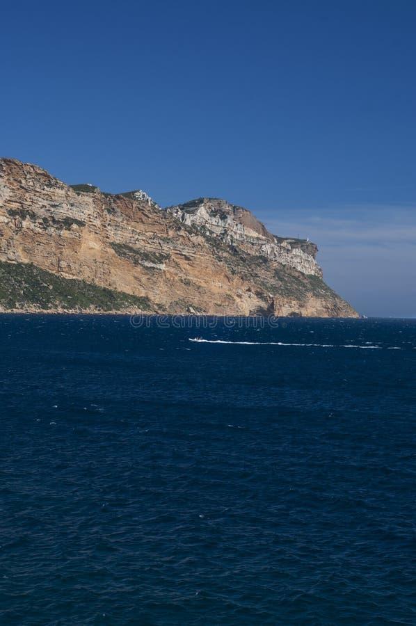 Massif des falaises de chapeau Canaille et de Soubeyrannes sur la Côte d'Azur images libres de droits