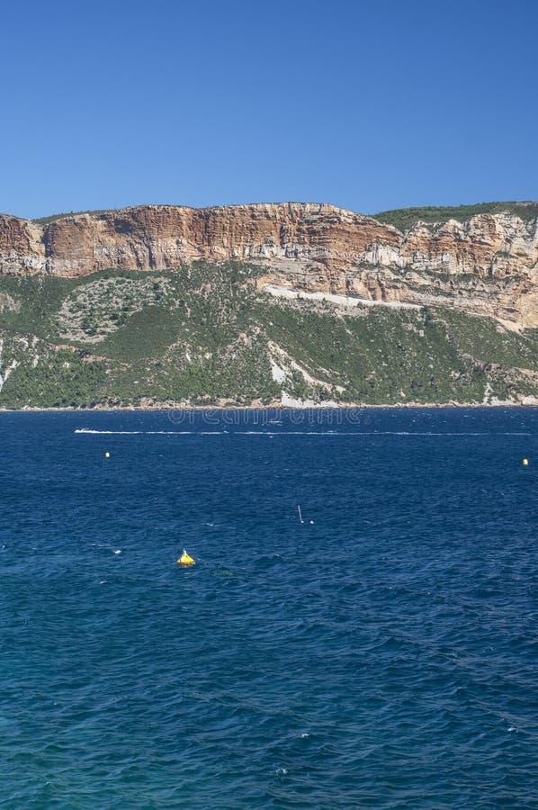 Massif des falaises de chapeau Canaille et de Soubeyrannes sur la Côte d'Azur photos libres de droits