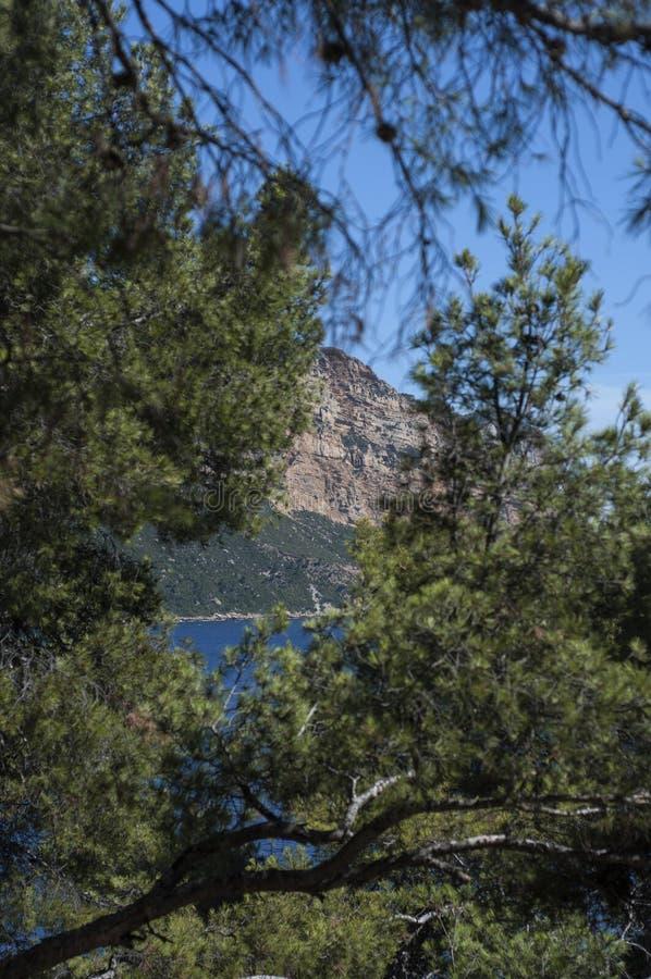 Massif des falaises de chapeau Canaille et de Soubeyrannes sur la Côte d'Azur photos stock