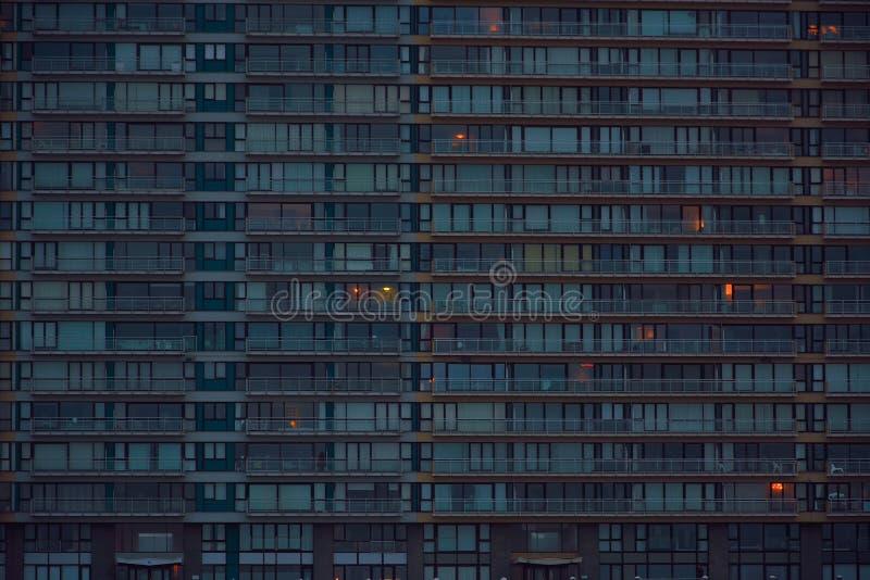 Massiv byggnad, lägenhetkvarter royaltyfri fotografi