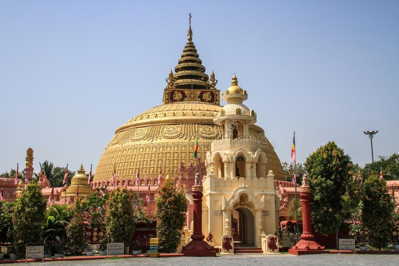 Massiv pagod, Mandalay region, Mandalay, Myanmar arkivfoton