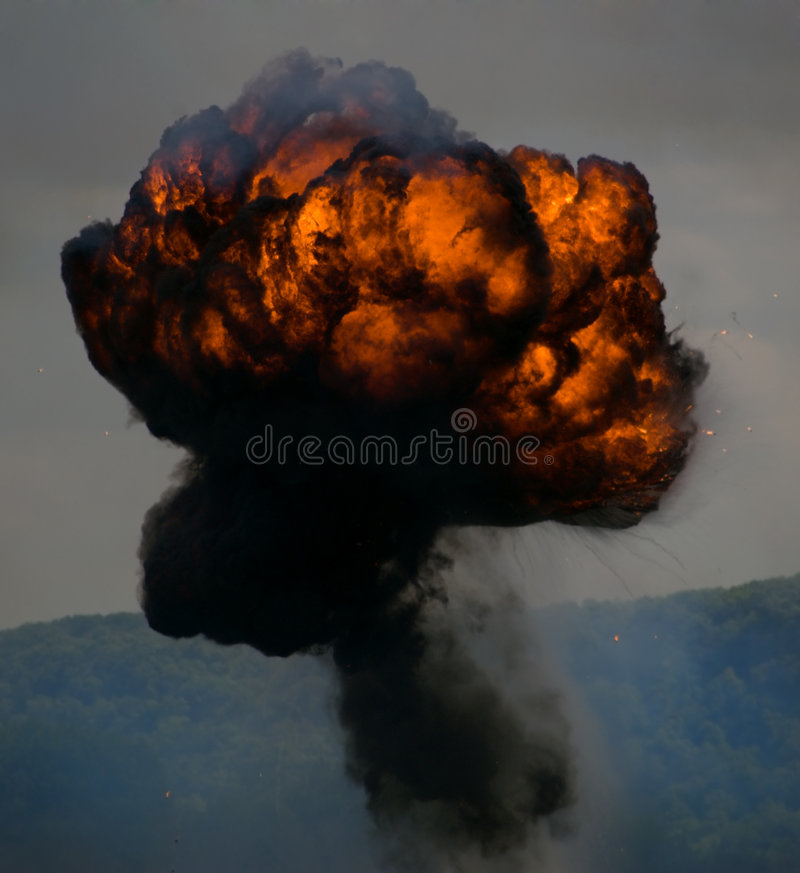 Download Massiv round för explosion arkivfoto. Bild av skrämma, förstörelse - 518204