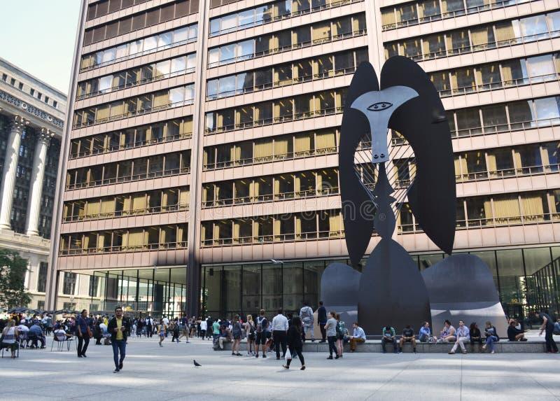 Massiv skulptur i en plaza i i stadens centrum Chicago av Picasso arkivfoton