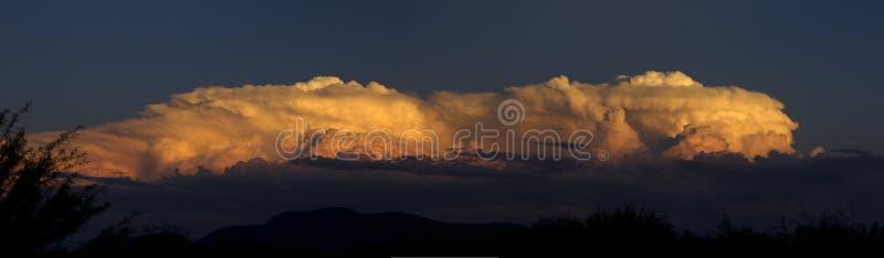 massiv solnedgång arkivbild