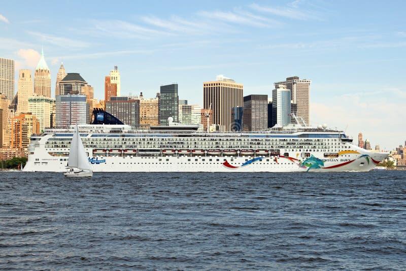 Download Massive Cruise Ship Editorial Photo - Image: 10336141
