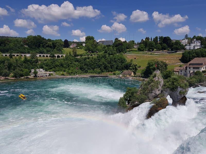 Massivt vattenfall arkivfoto