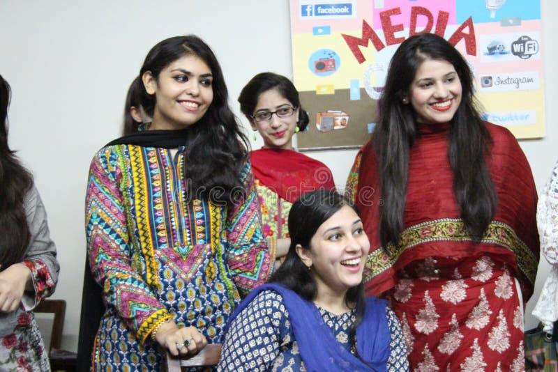 Massmediastudenter i Pakistan royaltyfria bilder