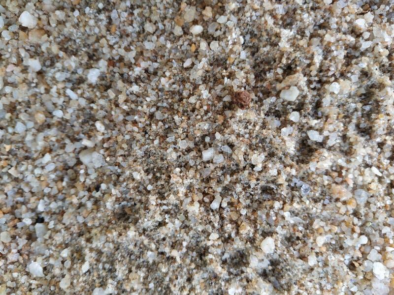 massor av v?t sand och att vagga grus arkivfoton