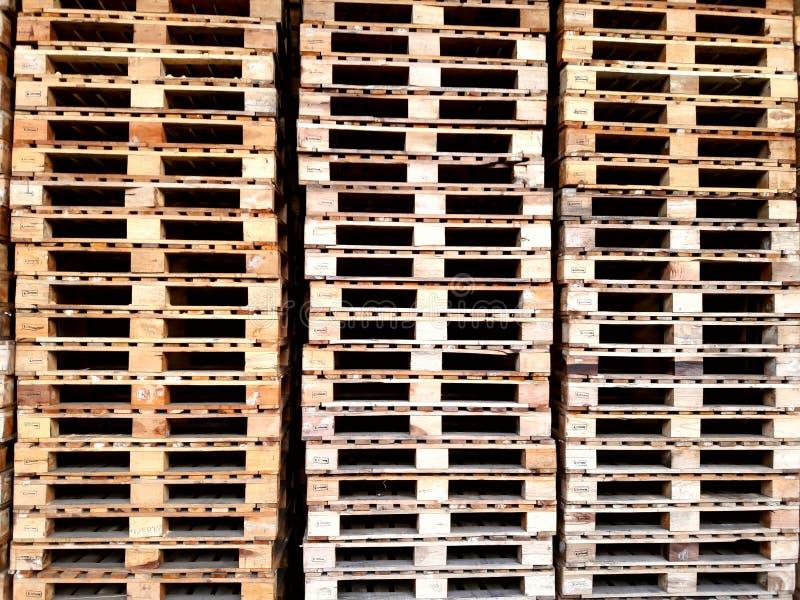 Massor av wood palett royaltyfri fotografi