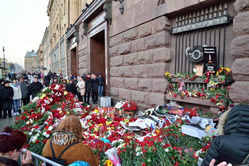 Masssamla i minnet av offren av terroristattacken på 3 arkivfoto