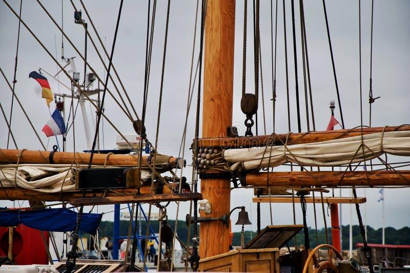 Mast eines Segelschiffs lizenzfreie stockfotos