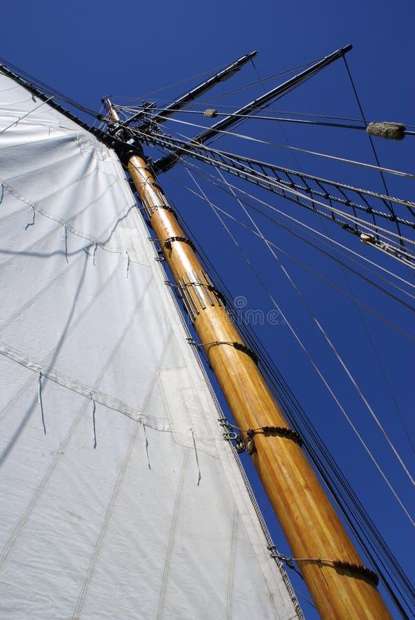 Mast en zeil royalty-vrije stock afbeeldingen