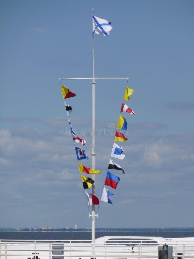 Mast mit Flaggen stockfotos