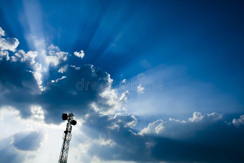 mast telekommunikationtornet royaltyfri bild