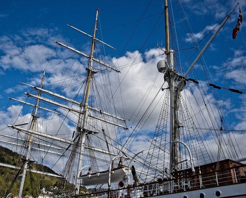 Maste eines Segelschiffs lizenzfreie stockfotografie