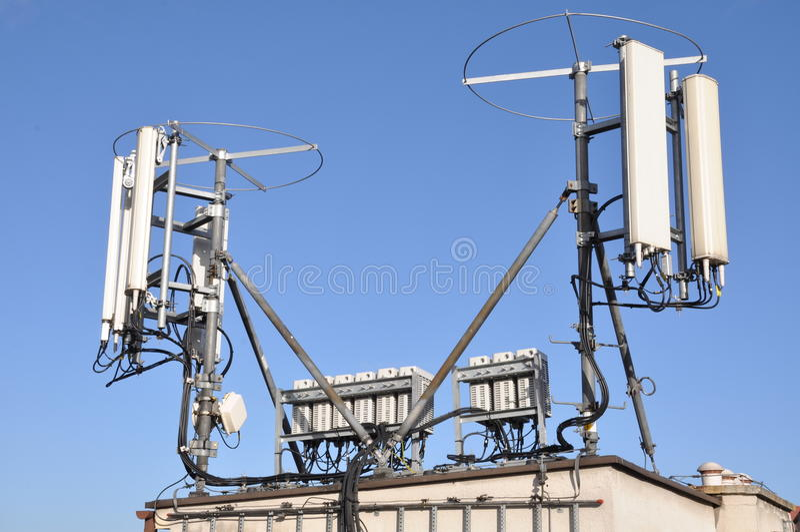 Maste und Antennenzellensysteme stockbilder