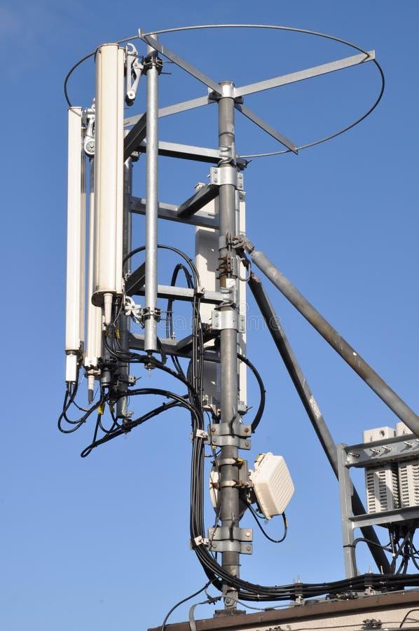 Maste und Antennenzellensysteme stockfotos