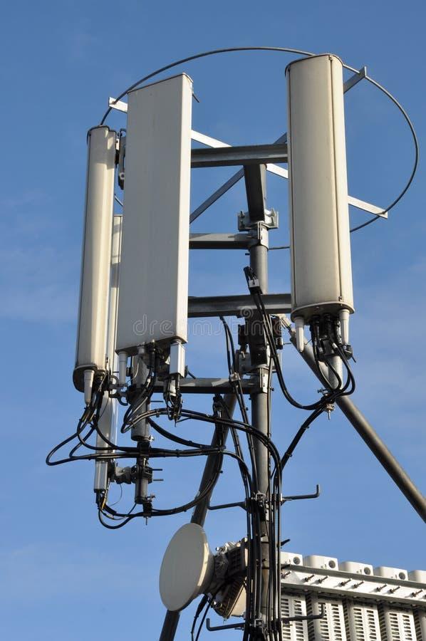 Maste und Antennenzellensysteme lizenzfreie stockfotografie