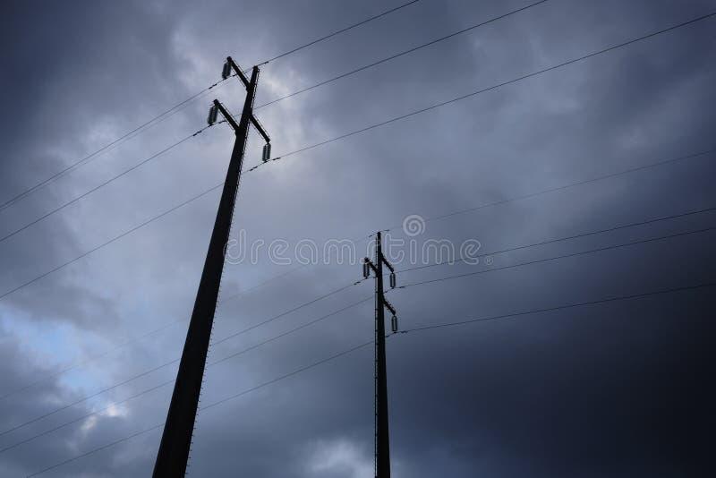 Masten des Stroms im Sturm lizenzfreie stockfotos