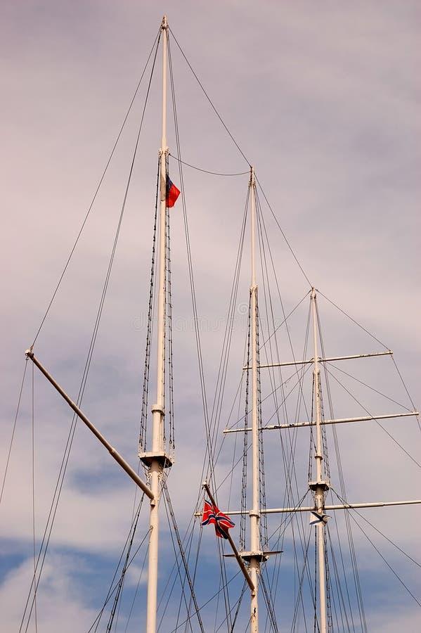 Download Masten van het varen stock foto. Afbeelding bestaande uit mast - 10781480