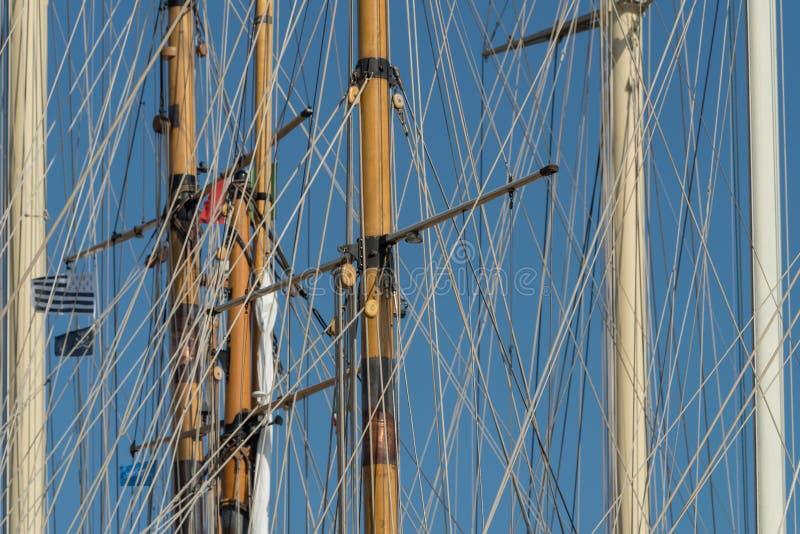 Masten van varende schepen stock foto's