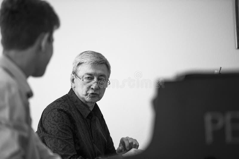 Master class di Vladimir Ovchinnikov presso l'Istituto delle arti della città di Vladivostok immagini stock libere da diritti