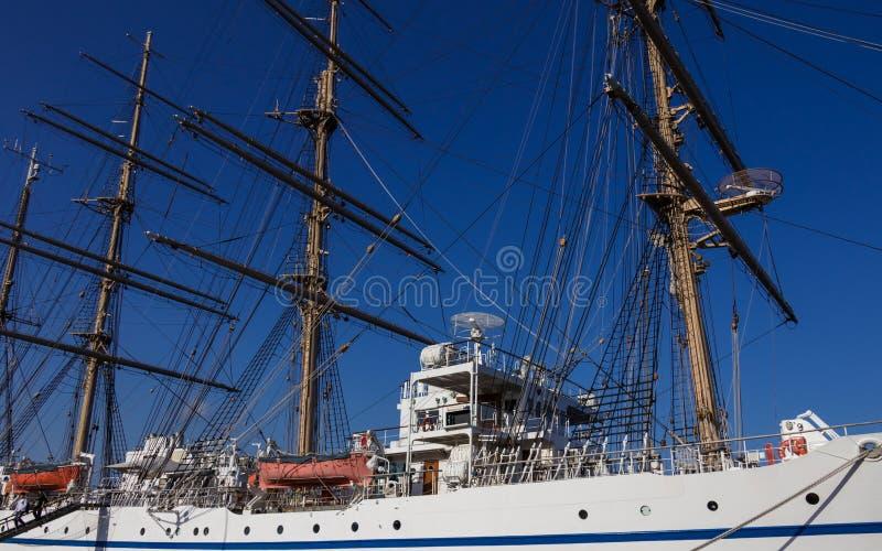 Master, riggning och utrustning av det japanska segla skeppet Nippon Maru 1984 i hamnen av Beppu Oita prefektur, Japan royaltyfria foton