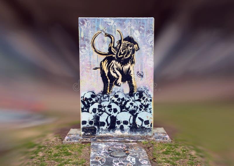 Mastodonte et crânes dans Art Park, Ellum profond, Dallas, le Texas images libres de droits