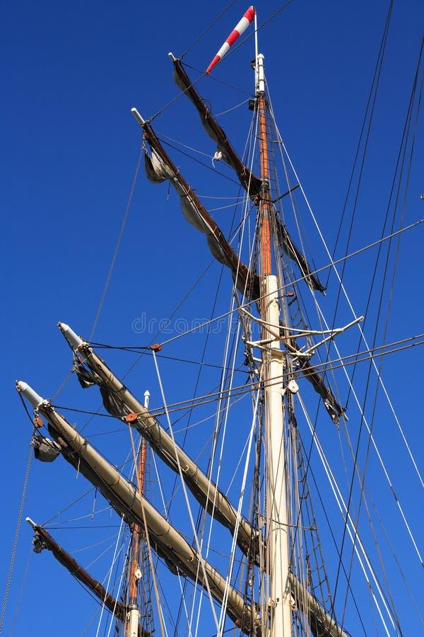 Mastro do navio de navigação fotografia de stock royalty free