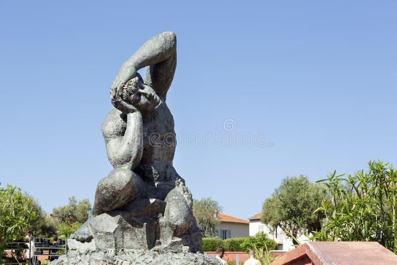 Masywna rzeźba w Ładnym w Francja fotografia stock