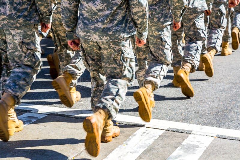 Maszerować oddziałów wojskowych zdjęcia royalty free