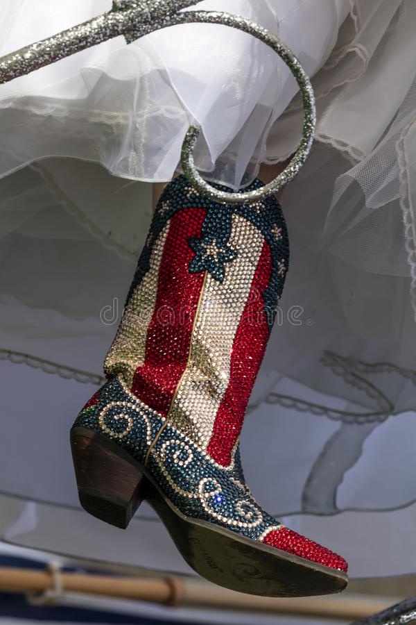 MASZERUJE 3, 2018 Czerwonego Białego Błękitnego cekinu Kowbojskich butów dla rocznego Teksas - AUSTIN TEKSAS - Meksyk, Capitol obraz stock