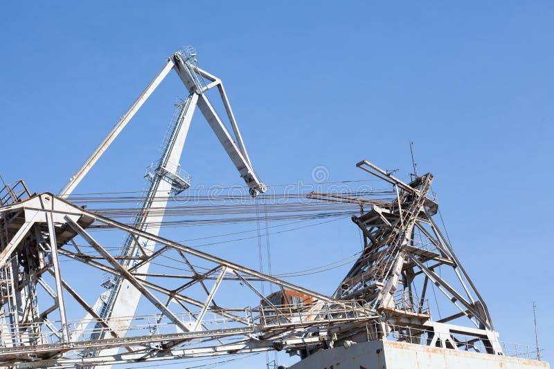 Masztów statków stoczni dźwigowego nabrzeża metalu statku drabiny denny morze obraz royalty free