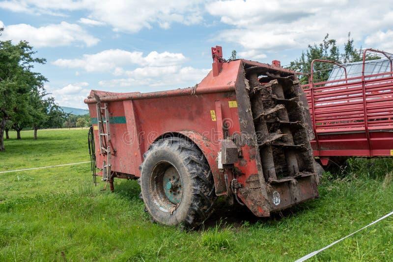 Maszyna dla rozprzestrzeniać nawóz w polach zdjęcia royalty free