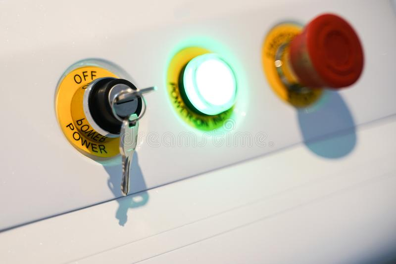 Maszynowy pulpit operatora dla początek przerwy pracować i czerwony emergen fotografia stock