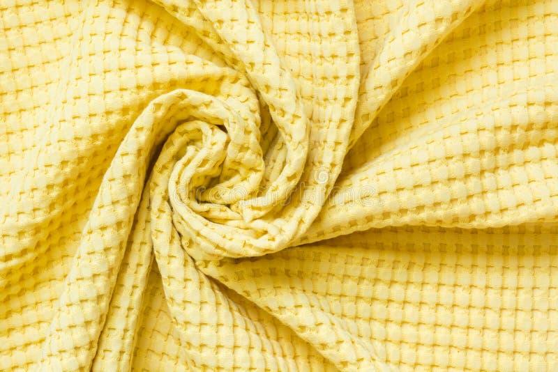 Matéria têxtil amarela, fim acima Vista superior Teste padrão checkered abstrato fotografia de stock royalty free