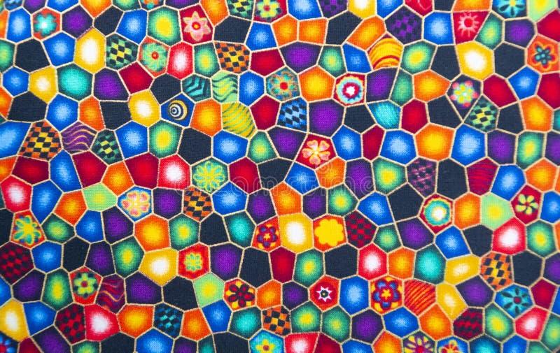 Matéria têxtil da tela com testes padrões brilhantes fundo multi-colorido foto de stock