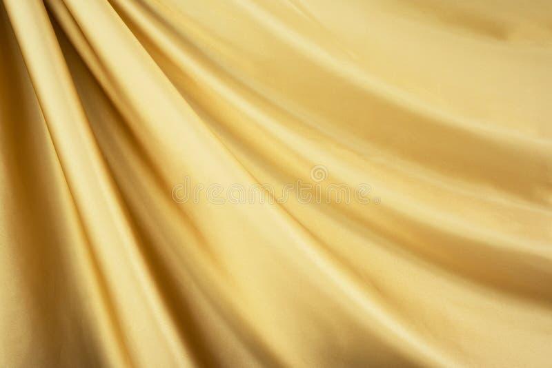 Matéria têxtil do cetim do ouro imagens de stock royalty free