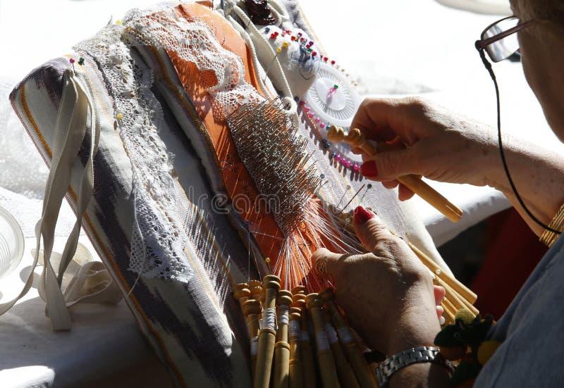 Matéria têxtil handcrafted de Bobbin Lace linha tradicional imagem de stock